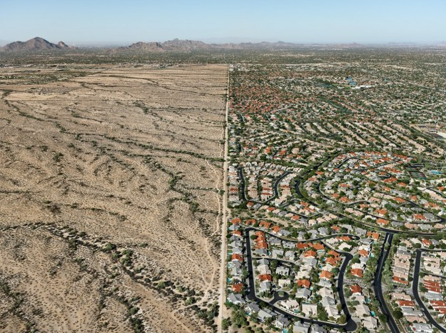 Salt River Pima-Maricopa Indian Reservation / Scottsdale, Arizona, USA, 2011 © Edward Burtynsky